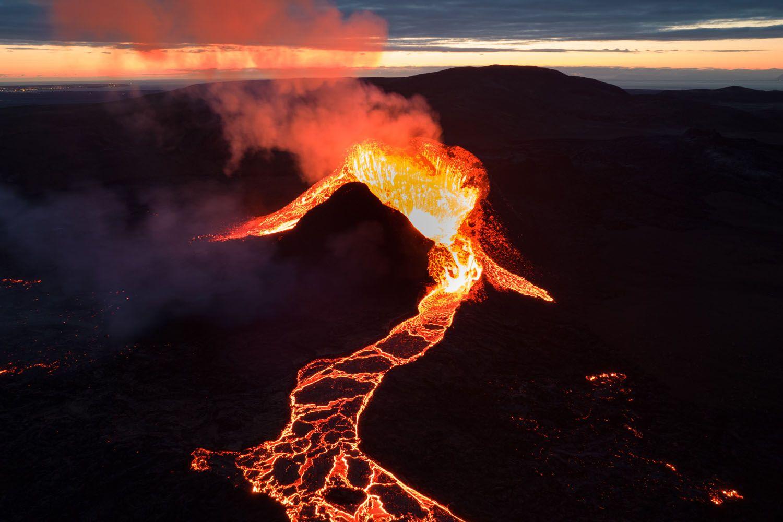 Un volcán en erupción / PEXELS
